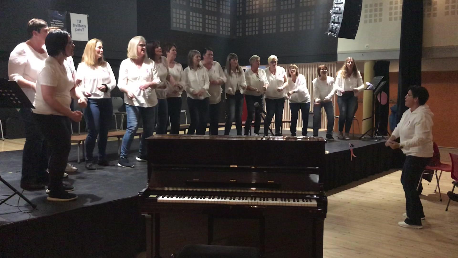 Songkoret Markato frå Midsund